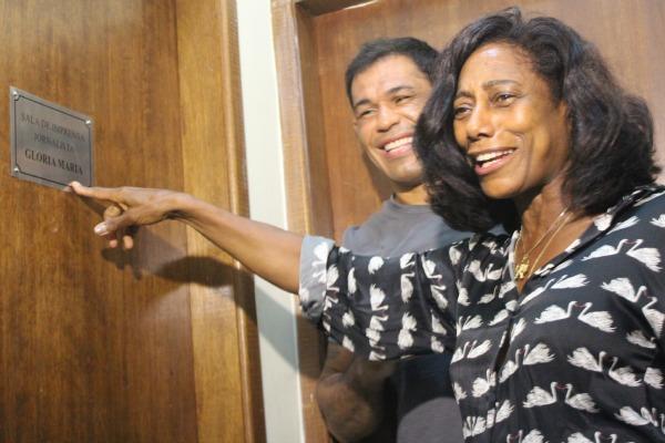 Glória Maria recebe homenagem no CT dos irmãos Nogueira