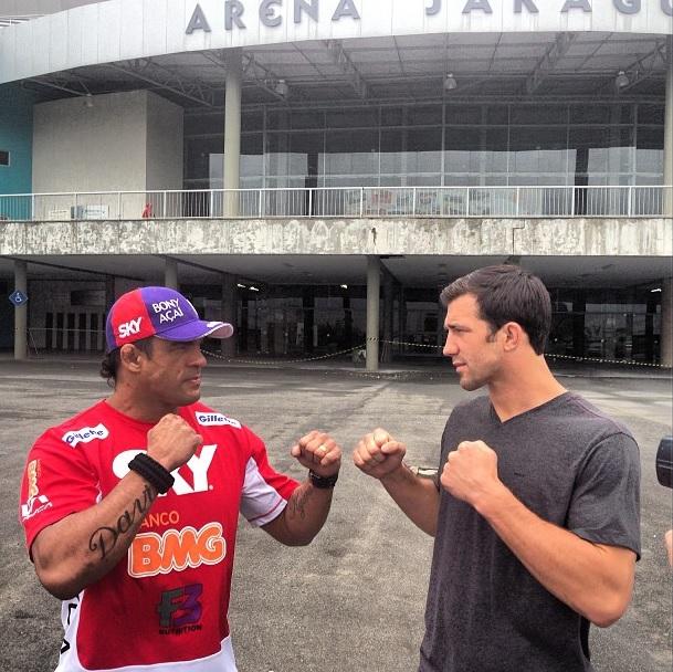 Belfort e Rockhold na primeira encarada em frente a Arena Jaraguá. Foto: Reprodução/Instagram
