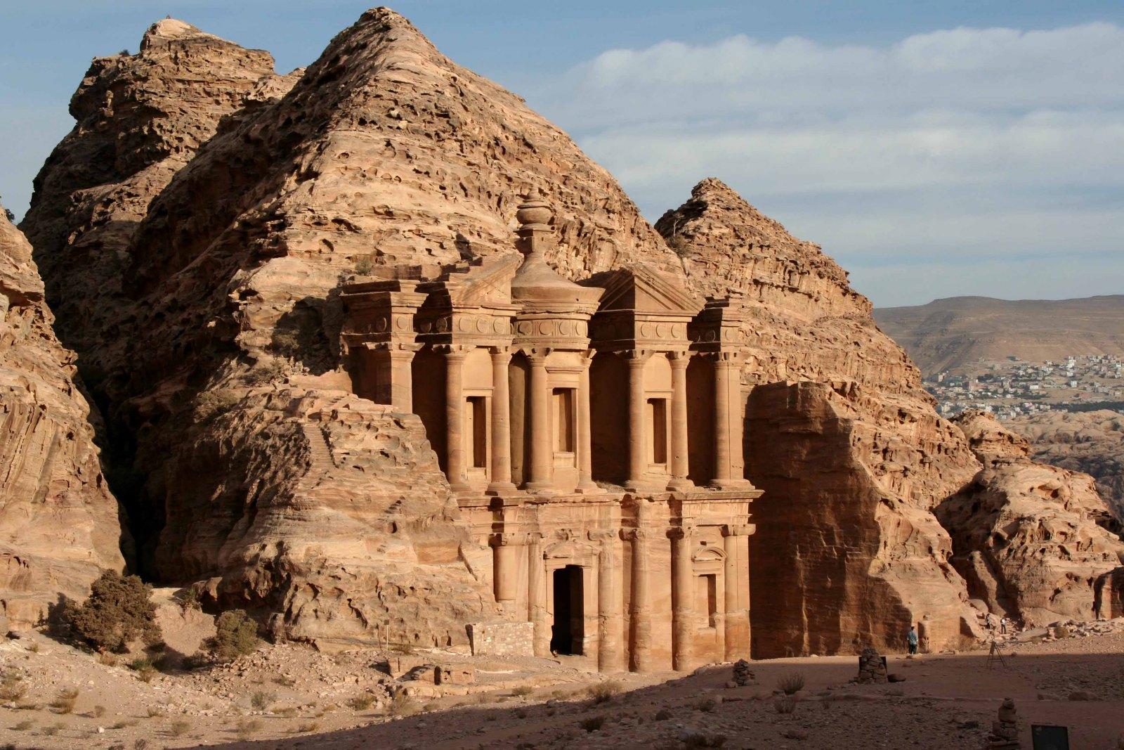 Grande castelo de Petra, na Jordânia.