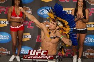 Torres bate o peso de Cocar no UFC, em 2010. Foto: Reprodução/Facebook