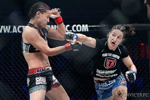 Sara McMann (direita) em sua última apresentação antes de chegar ao UFC. Foto: Divulgação/Invicta
