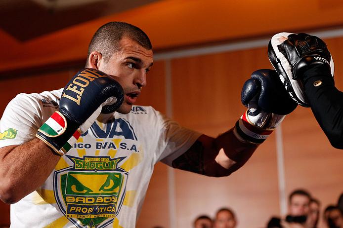 Shogun afia o boxe para enfrentar Minotouro no UFC 161. Foto: Josh Hedges/Zuffa LCC via Getty Images