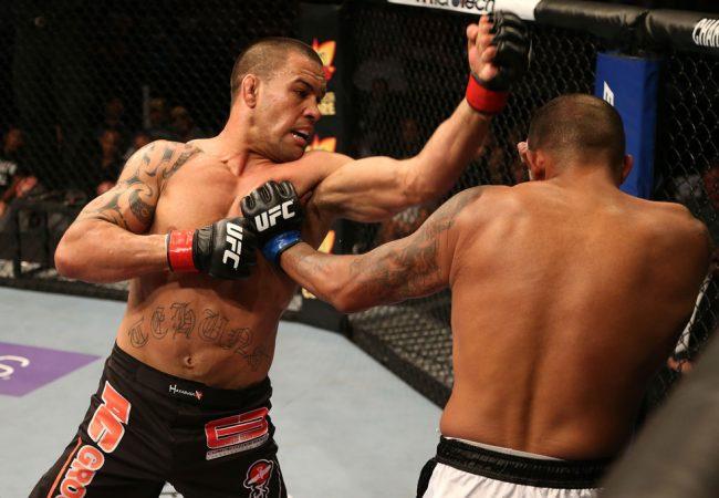 """Ryan Bader se machuca e Glover Teixeira enfrenta """"dançarino"""" no UFC 160"""