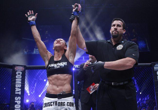 Cris Cyborg confirma disputa de cinturão de muay thai no fim de março