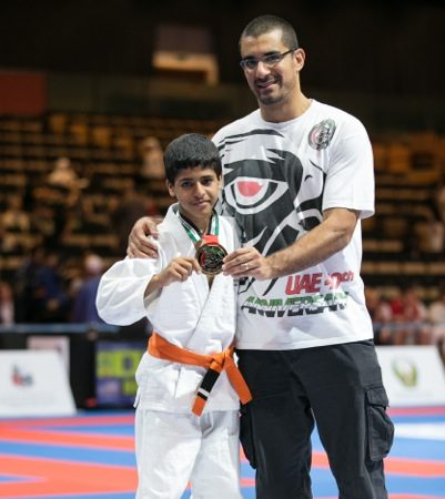 In Abu Dhabi, young champion submits everyone with 4 fingers missing