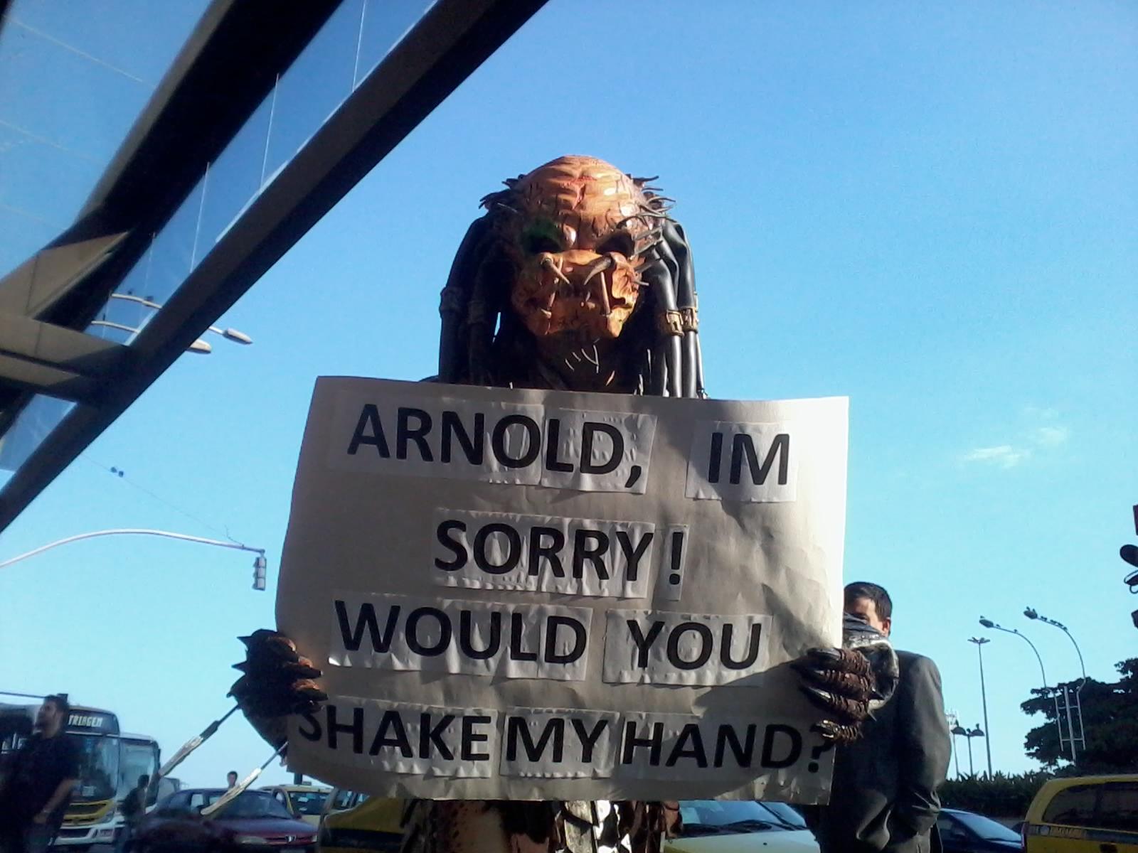 Predador se apresenta para pedir desculpas pessoalmente a Schwarzenegger. Foto: Carlos Arthur Jr./GRACIEMAG