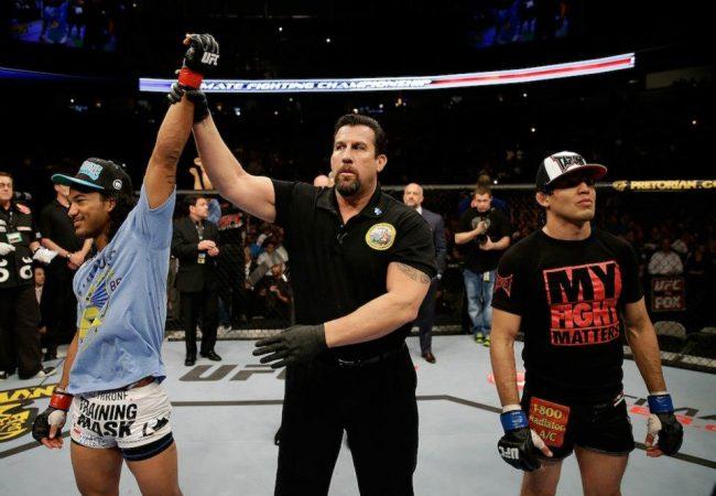 Em noite de nocautes, Henderson mantém cinturão por decisão dividida