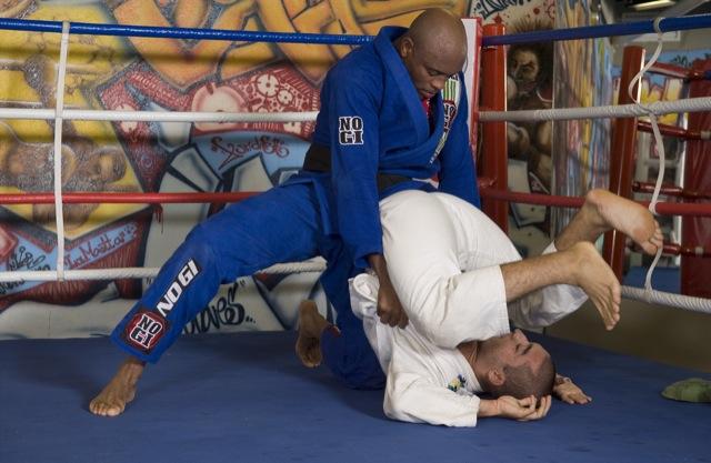 Vídeo: Veja o treininho de Jiu-Jitsu do astro Anderson Silva