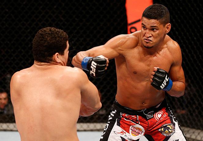 Ildemar estreou no UFC pelos meio-pesados. Hoje atua nos meio-médios. Foto: Josh hedges/Zuffa LLC via Getty Images