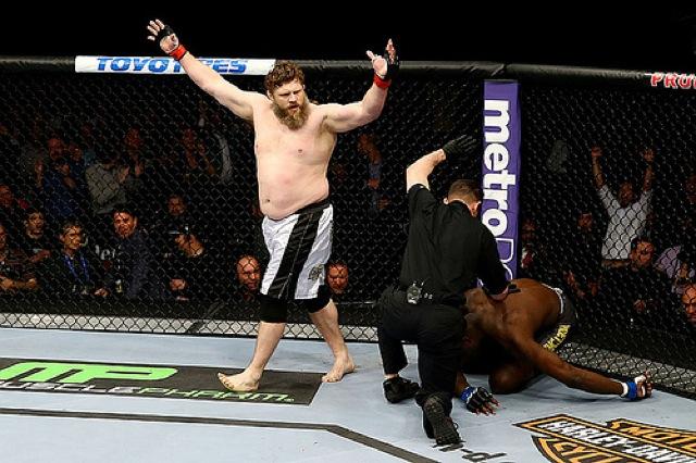 Roy Nelson nocauteou Cheick Kongo no UFC 159 em Nova Jersey Foto All Bello:UFC