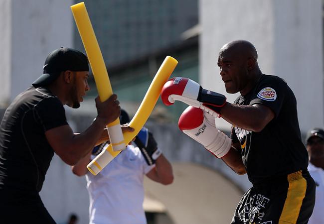 Treinador de Boxe de Anderson Silva destaca experiência do campeão contra Weidman