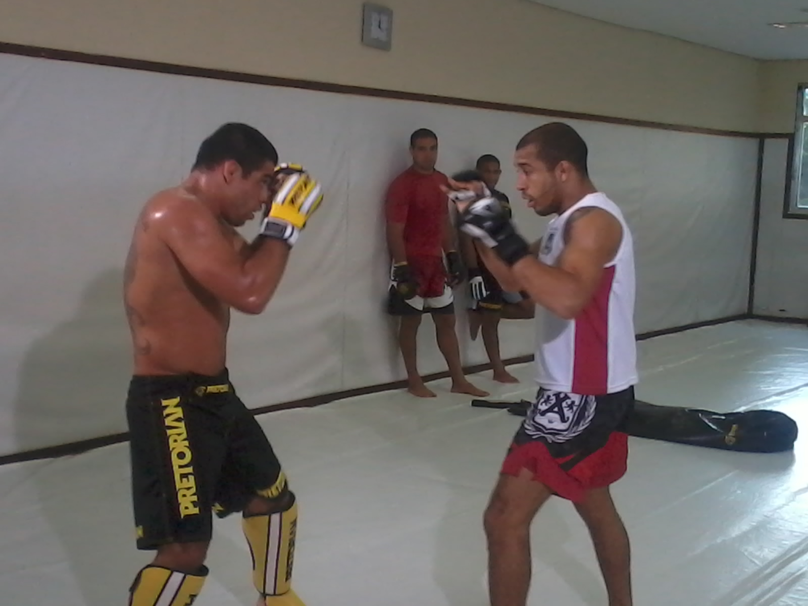 Barão treina com ajuda de Aldo para luta contra Wineland, no UFC 161. Foto: Carlos Arthur Jr./GracieMag
