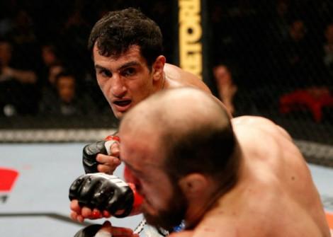 Mousasi cogita descer para a categoria dos médios do UFC