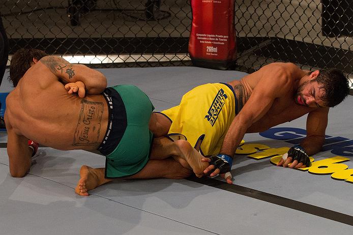 David mostrou habilidade no chão, mas quem finalizou foi Yan. Foto: Luiz Vieira/Zuffa LCC via Getty Images