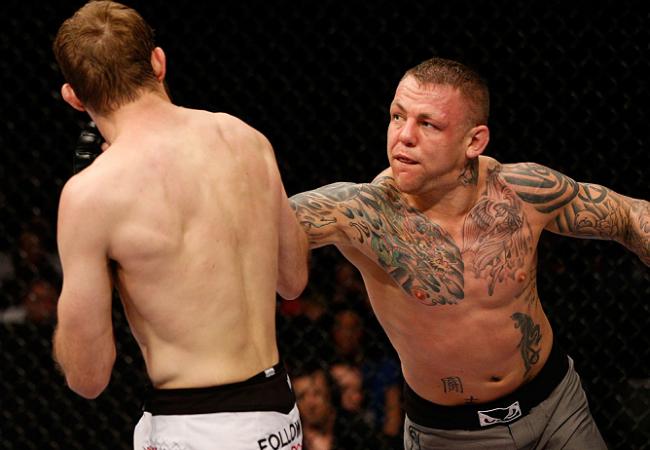 Ross Pearson publica foto e afirma que não fraturou o pé no UFC Suécia 2