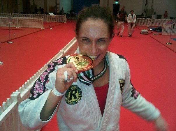 Após título em casa em Abu Dhabi, Carol De Lazzer sonha com ouro mundial