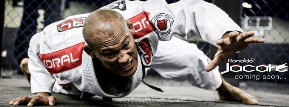 Ronaldo Jacaré rasteja com o seu kimono. Foto: Reprodução/Facebook