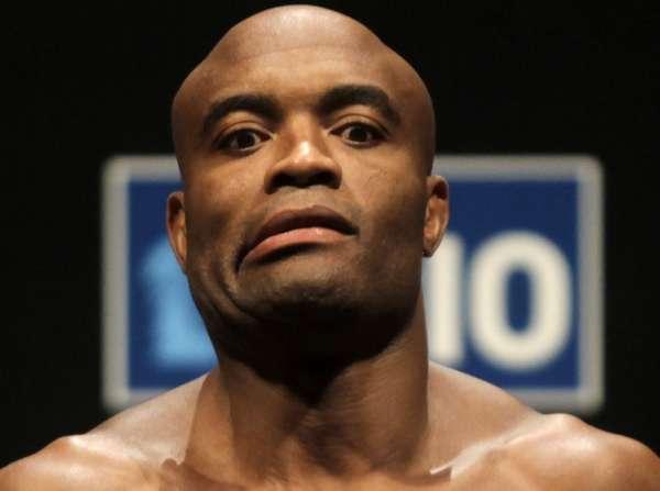 Anderson Silva pode disputar cinturão dos médios novamente. Foto: UFC/Divulgação