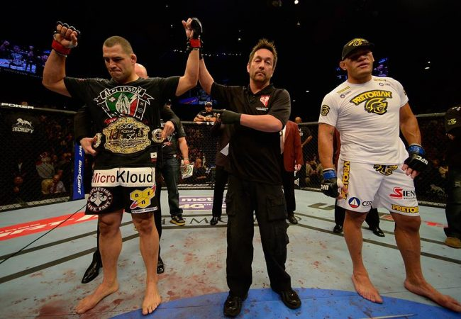 Cain Velasquez stops Antonio Silva in Las Vegas; 'Bigfoot' protests loss