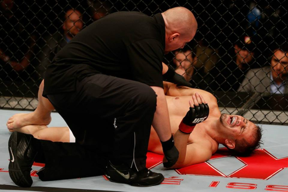 Fabio Maldonado comemora após vencer Roger Hollett e quebrar jejum de vitórias desde 2010. Foto: UFC/Reprodução Facebook