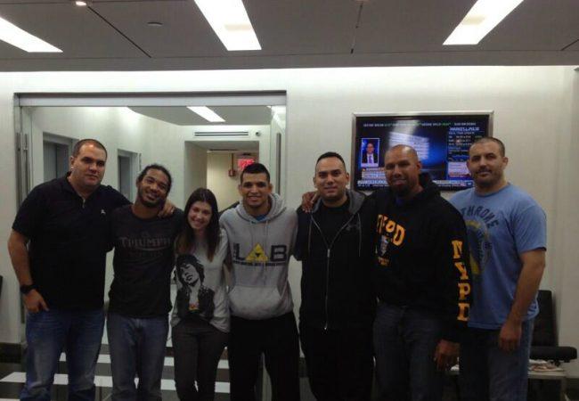 Efrain Escudero e Ben Henderson embarcam rumo ao Brasil