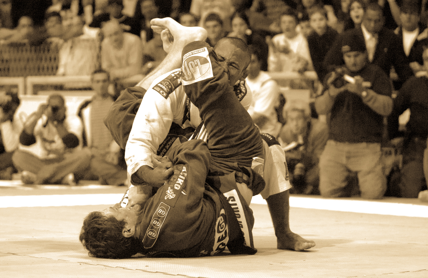 Roger Gracie sets the famous armbar on Jacare at the 2004 Worlds