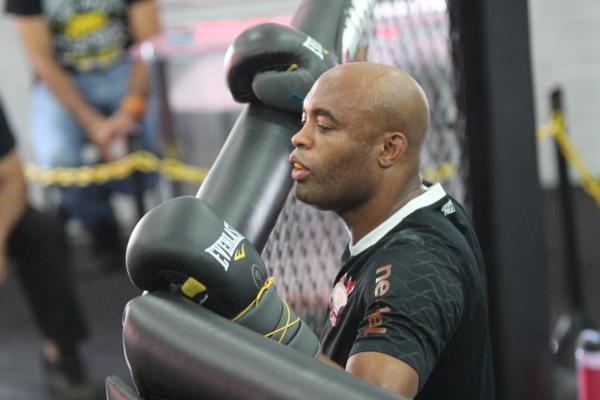 Veja o treino de Anderson Silva no Team Nogueira