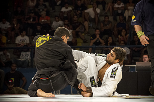 O campeão Leandro Lo na final com Diego Borges, no GP dos Leves. Foto: Gustavo Aragão/GRACIEMAG