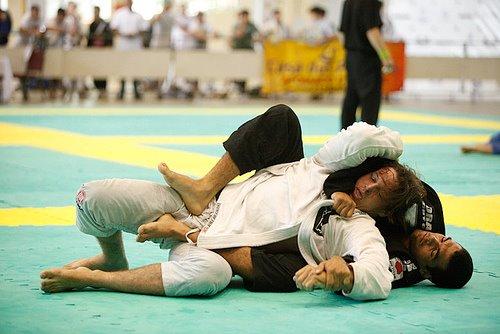 Finte a raspagem de meia-guarda e pegue as costas no Jiu-Jitsu, com Nivaldo Oliveira