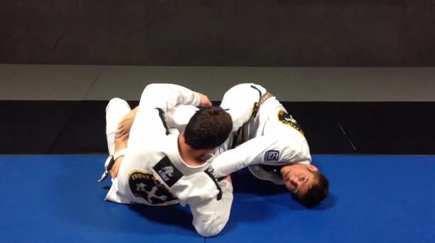 Aprenda uma transição do berimbolo para a montada no Jiu-Jitsu