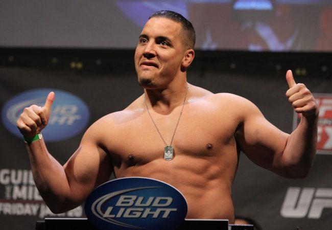 """Lutador do UFC se aposenta e revela """"aversão"""" ao Jiu-Jitsu"""