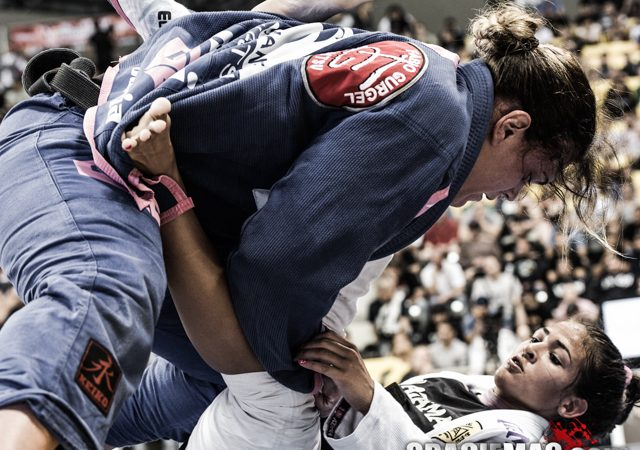 Gabi Garcia fights Beatriz Mesquita at the 2012 Worlds