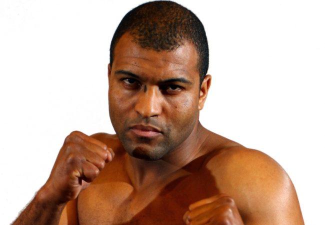 TUF Brasil: veja a batalha entre Santiago e Foguete no MMA
