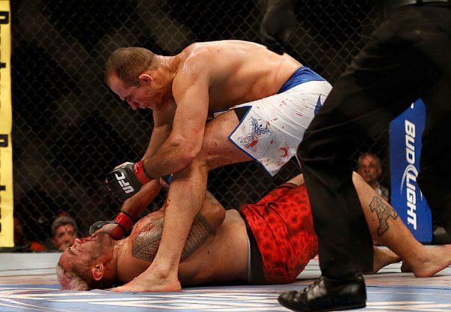 Do baú: o cruzado de Junior Cigano que valeu o cinturão dos pesados no UFC