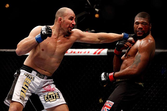 Glover e o seu poder nas mãos, característica de Tyson. Foto: Josh Hedges/Zuffa LLC via Getty Images