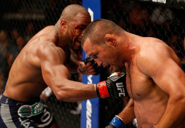 Em noite de decisões nas mãos dos jurados, Rashad Evans volta a vencer no UFC