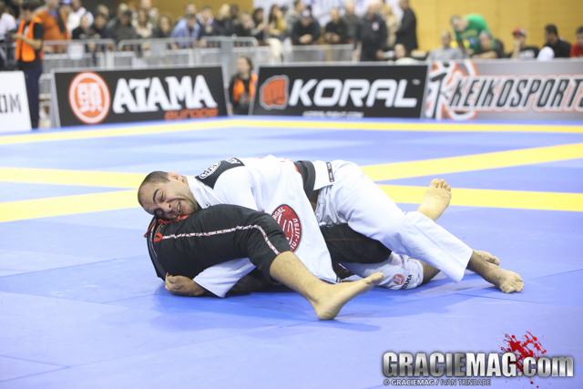 VIDEO: Bernardo Faria shows how to initiate a pass directly after opponent pulls