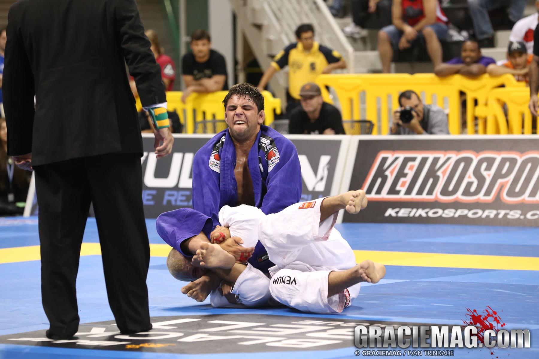 Buchecha attacks Rodolfo's arm in the open class final