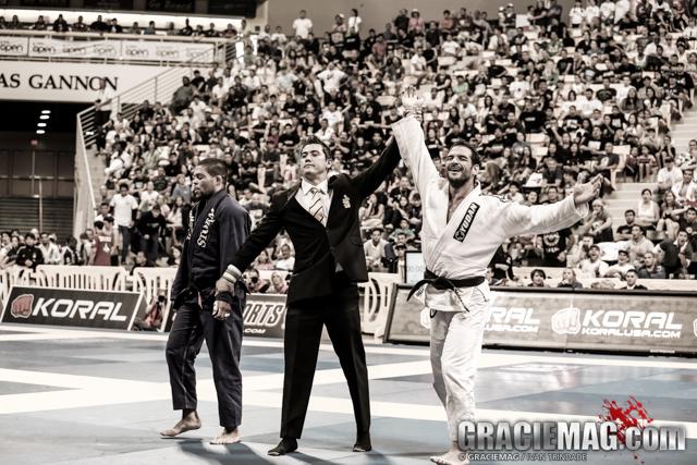Leo Leite gets the win over Galvão