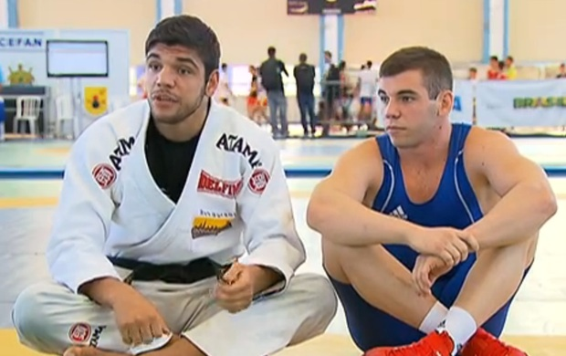 João Gabriel (in gi) next to his younger brother Pedro Rocha. Photo: screen grab / SporTV