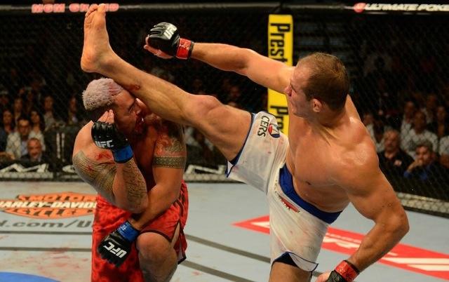 Junior Cigano nocauteia Mark Hunt no UFC 160 Foto UFC