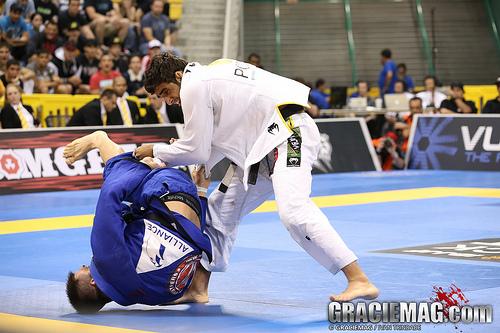 Como defender a passagem de guarda toureando no Jiu-Jitsu