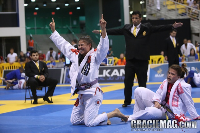 Monique Elias and the purple open class gold: 'Being the wife of Mario Reis doesn't facilitate anything'