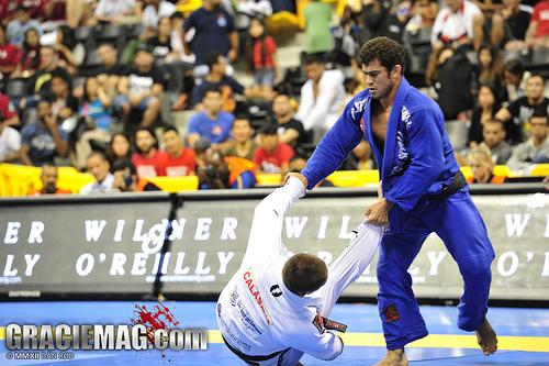 Otávio Sousa ensina suas técnicas de Jiu-Jitsu em filial da Gracie Barra em SP