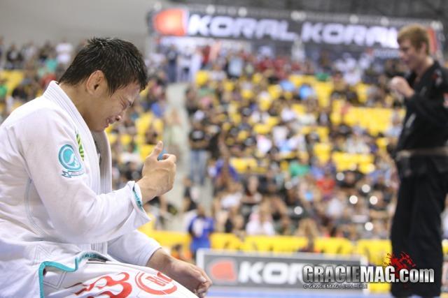 Paulo Miyao, 65kg, torna-se um dos reis absolutos mais leves da história