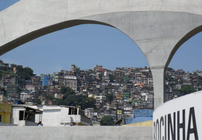 Campeonato na Rocinha reúne futuros talentos e jovens de projetos sociais