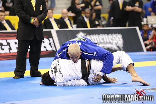 A passagem de meia-guarda indefensável de Rodolfo Vieira no Jiu-Jitsu