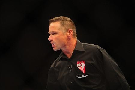 """Dana White volta a atacar árbitro após finalização: """"É um idiota"""""""