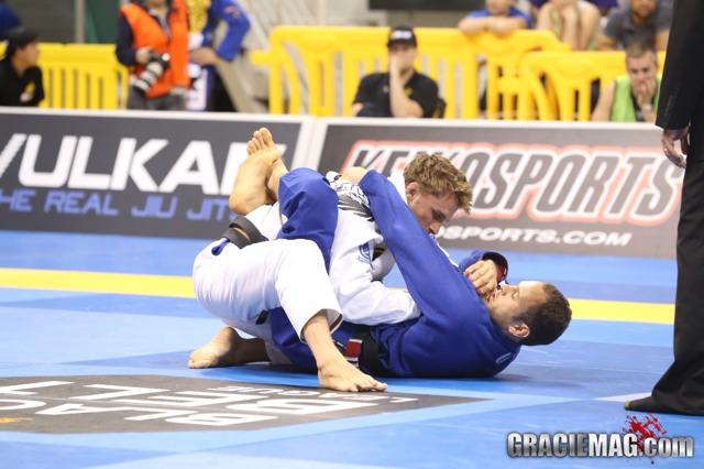 Como você gosta de usar a guarda-laçada no Jiu-Jitsu?