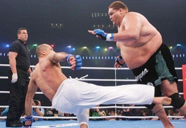 No Brasil, evento de MMA traz superpesado contra peso-mosca